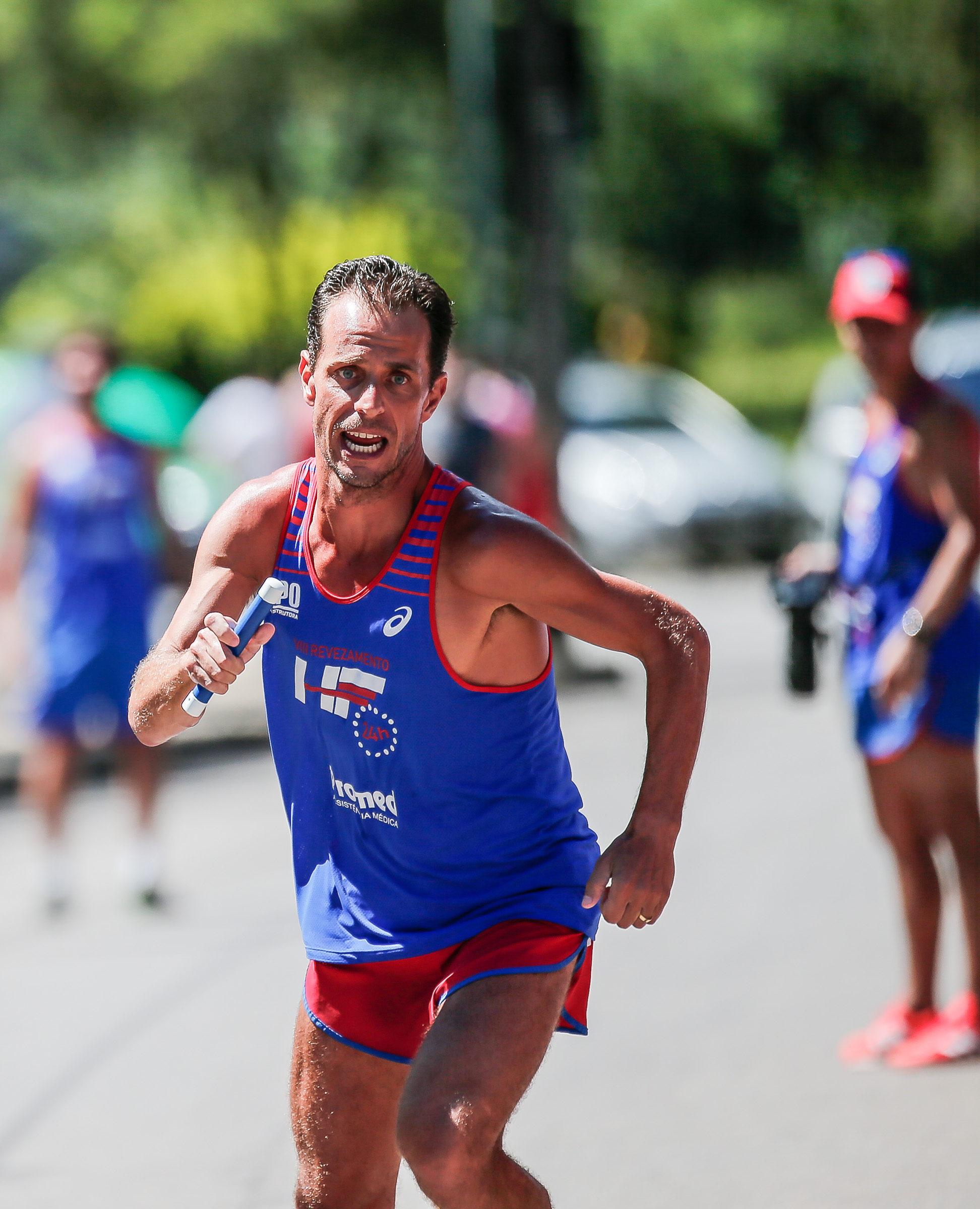 A corrida, por Volnei Prado